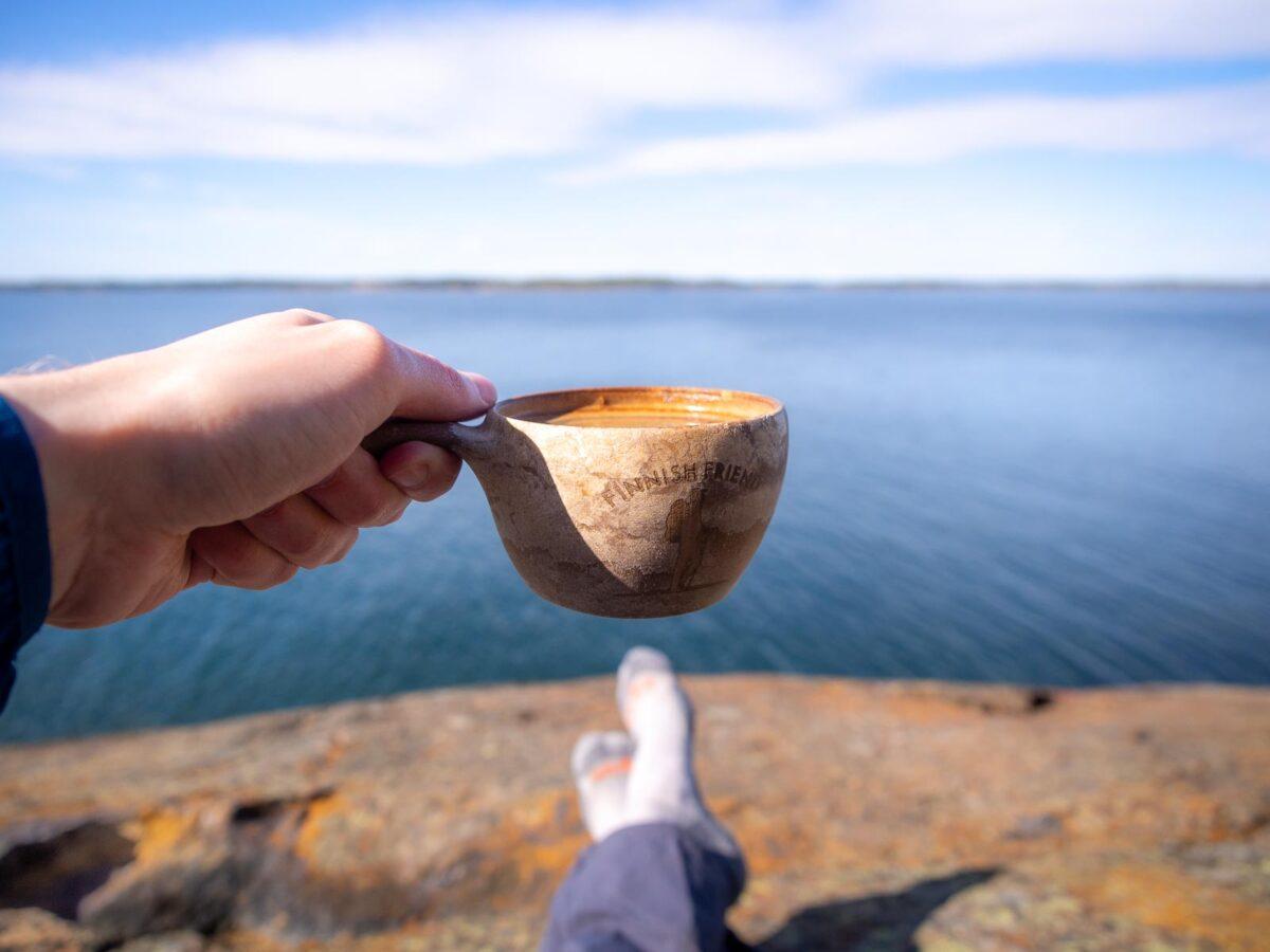 Kahvia kuksasta Porkkalanniemessä.